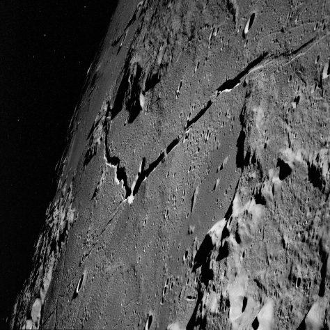 In orbita intorno alla Luna