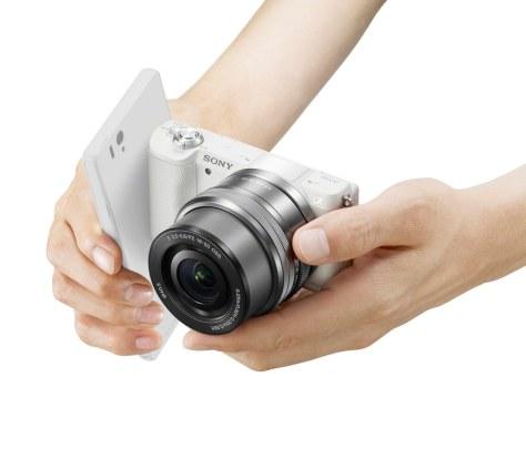 A5100_hand_NFC_white-s