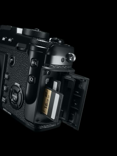 41_X-Pro2_BK_SD_card_Slot_inside-r85s