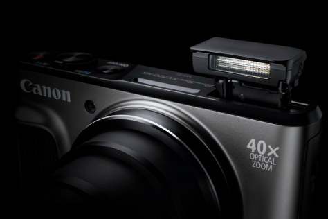 PowerShot SX720 HS BK Gallery Flash Up BK Beauty-s