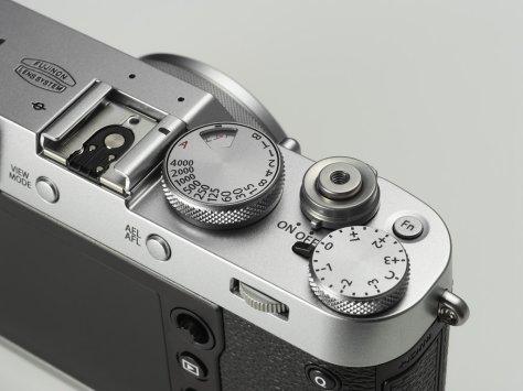 x100f_silver_image01